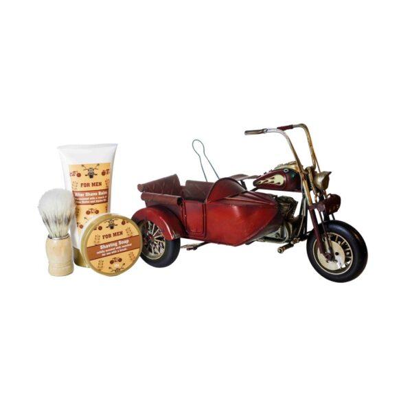 Motocykl z wózkiem - Zestaw do pielęgnacji brody zawierający balsam po goleniu, mydło do brody i pędzel przedstawione na białym tle